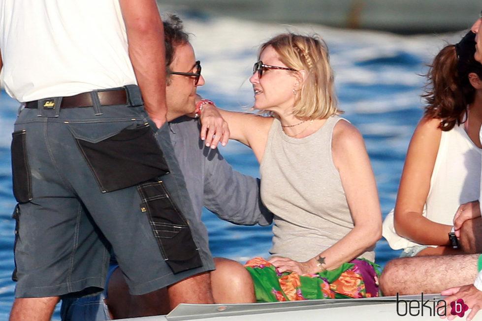 Eugenia Martínez de Irujo muy cariñosa con Narcís Rebollo en Ibiza