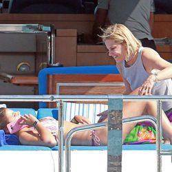 Eugenia Martinez de Irujo con su hija Cayetana Rivera en Ibiza