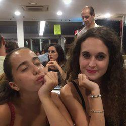 Andrea Janeiro y una amiga de cena en Benidorm