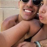 Isma y Andrea Janeiro posando muy felices en Benidorm
