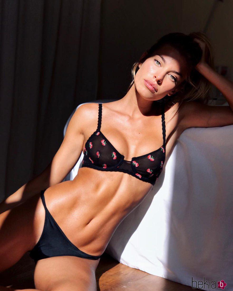 La modelo Jessica Goicoechea posando en ropa interior