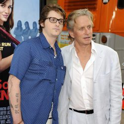 Michael Douglas junto a su hijo Cameron Douglas