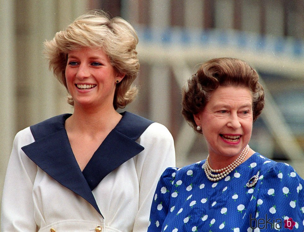 Lady Di con la Reina Isabel