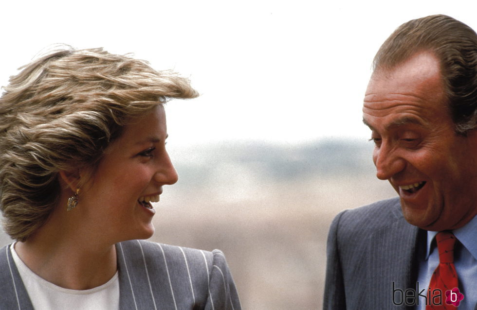 Lady Di y el Rey Juan Carlos bromeando