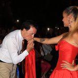 José Ortega Cano dando un beso a su hija Gloria Camila durante la semana cultura en honor a Rocío Jurado