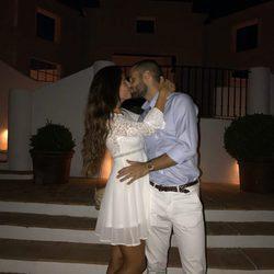 Malena Costa y Mario Suárez besándose antes de disfrutar de una romántica cena