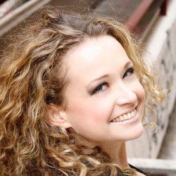 Tessa Bodi muy sonriente