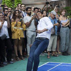 Rafa Nadal se resbala durante un partido de bádminton