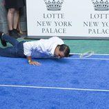 Rafa Nadal, en el suelo tras un partido de bádminton