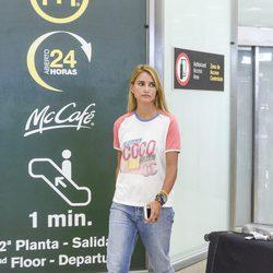 Alba Carrillo en el aeropuerto de Madrid tras sus vacaciones en Maldivas con David Vallespín