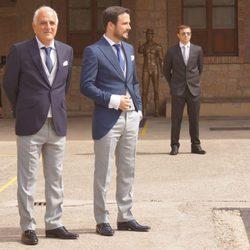 Alberto Garzón espera a su novia Anna Ruiz antes de la boda en Ceniceros, La Rioja