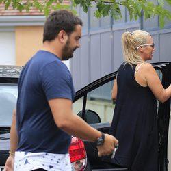 Belén Esteban y Miguel volviendo de vacaciones