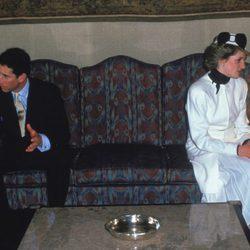 El Príncipe Carlos y Lady Di, cada uno por su lado