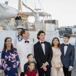 Nicolás de Dinamarca en su 18 cumpleaños con sus padres, Joaquín de Dinamarca y Alexandra Manley, sus hermanos y Marie de Dinamarca
