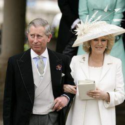El Príncipe Carlos y Camilla Parker en su boda