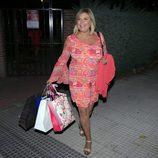 Terelu Campos cargada con bolsas de regalos tras su cumpleaños