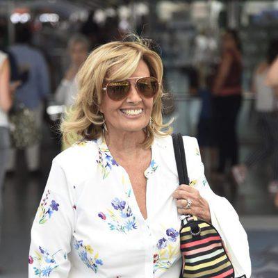 María Teresa Campos llegando a Madrid tras las vacaciones