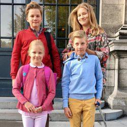 Gabriel, Isabel, Leonor y Emmanuel de Bélgica en su primer día de colegio del curso 2017/2018
