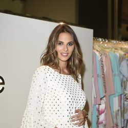 Irene Rosales luciendo embarazo