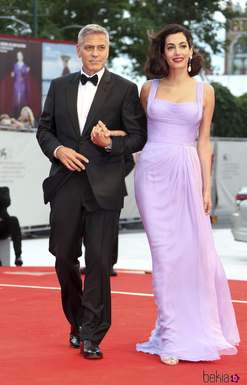 Amal Alamuddin con George Clooney en el Festival de Venecia 2017