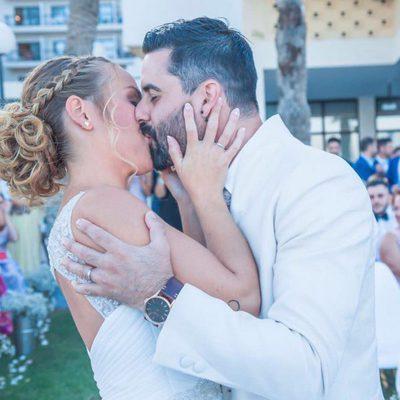 Yoli y Jonathan ('GH15') dándose un beso pasional el día de su boda