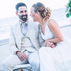 Yoli y Jonathan ('GH15') compartiendo miradas el día de su boda