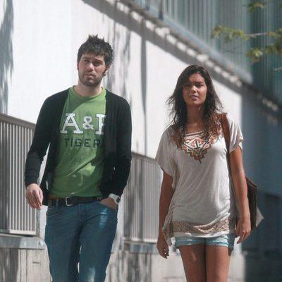 Lara Álvarez y Dani Martínez dando un paseo en 2011