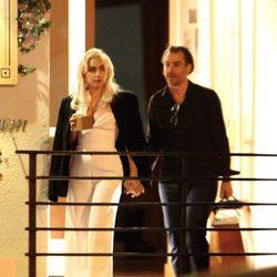 Lady Gaga y Christian Carino cogidos de la mano por West Hollywood