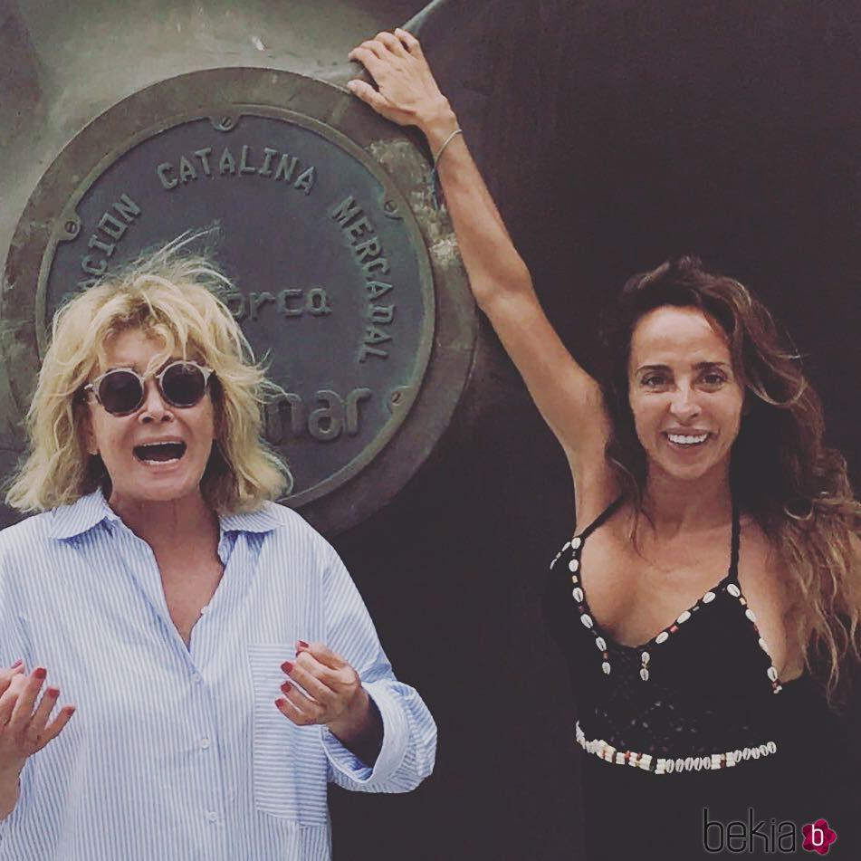 Mila Ximénez y María Patiño disfrutando juntas de sus vacaciones