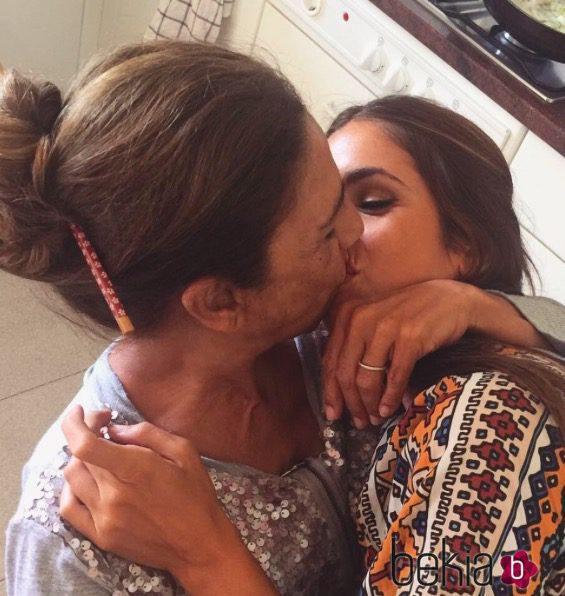 Lolita y Elena Furise se dan un beso en las redes sociales
