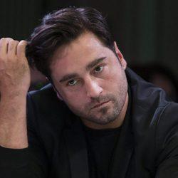 David Bustamante muy serio durante la presentación de  'Vive Dial'