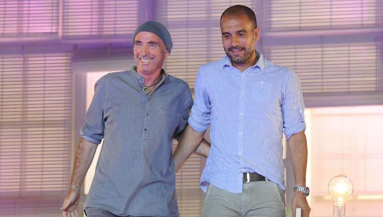 Lluis Llach con Pep Guardiola en el concierto 'Nuestras canciones contra el SIDA'