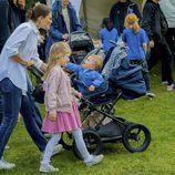 Victoria de Suecia con sus hijos Estela y Oscar en el Día del Deporte en Estocolmo