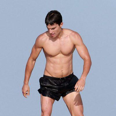Álex González con el torso desnudo en Ibiza