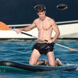 Álex González practicando paddle surf en Ibiza