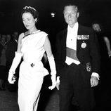 Los Duques de Windsor en una gala en París en 1950