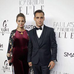Ricard Sales y su pareja en la fiesta del 40 cumpleaños de Paula Echevarría