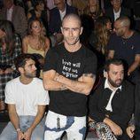 Pelayo Díaz en el front row desfile de Andrés Sardá en Madrid Fashion Week primavera/verano 2018