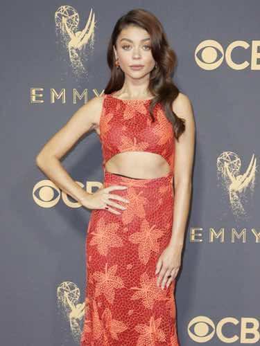 Sarah Hyland en la alfombra roja de los Premios Emmy 2017