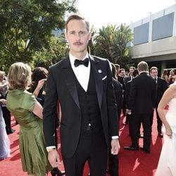 Alexander Skarsgård en la alfombra roja de los Premios Emmy 2017