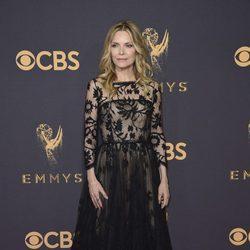Michelle Pfeiffer en la alfombra roja de los Premios Emmy 2017