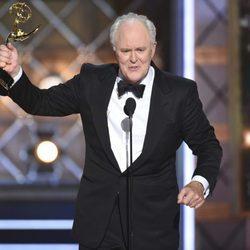 John Lithgow agradeciendo su Emmy 2017 a Mejor actor de reparto de drama