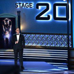 Stephen Colbert ejerciendo de maestro de ceremonias de los Premios Emmy 2017