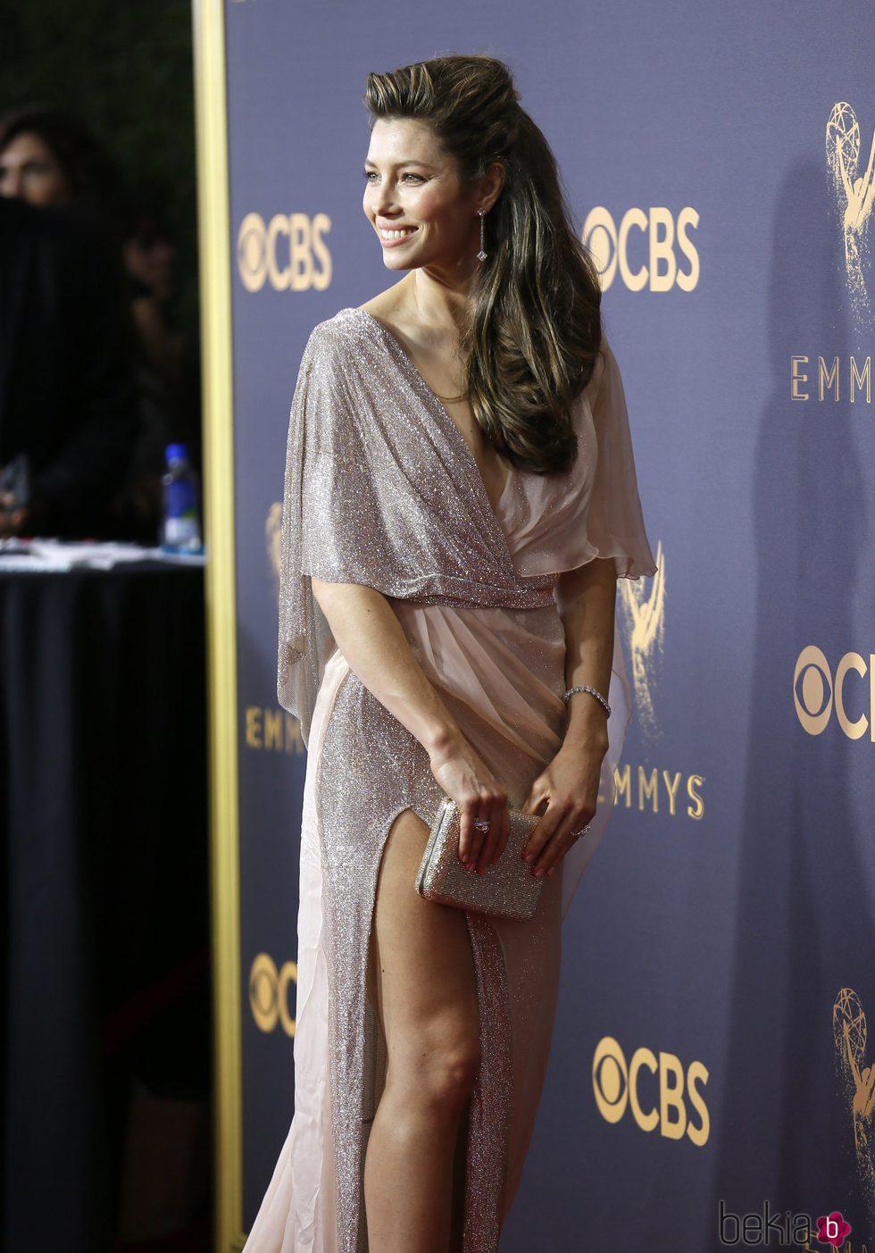 Jessica Biel en la alfombra roja de los Premios Emmy 2017