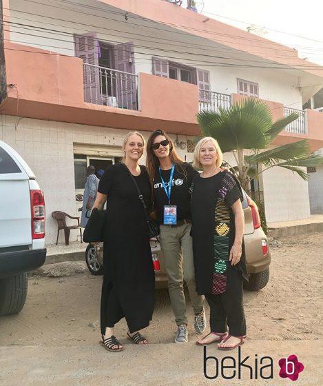 Sara Carbonero con parte de sus compañeras de Unicef en Senegal