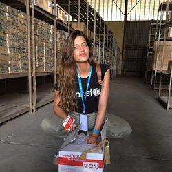 Sara Carbonero con algunas provisiones en Senegal
