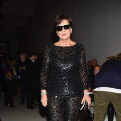 Kris Jenner en el front row del desfile de Versace en la Milan Fashion Week primavera/verano 2018