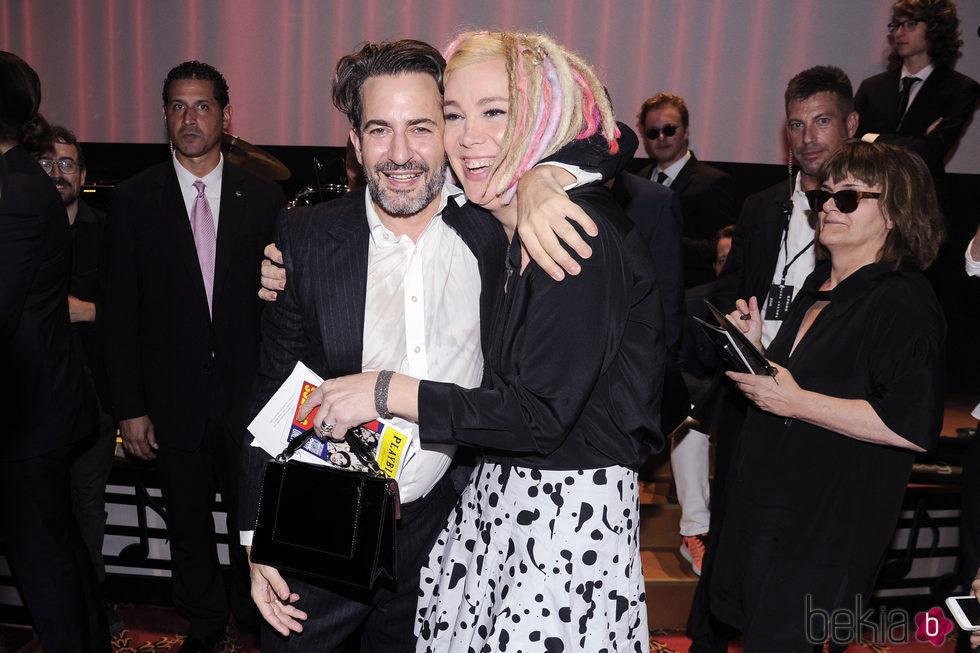 Lana Wachowski con el diseñador Marc Jacobs