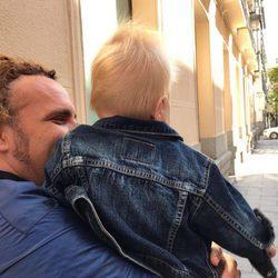 Torito junto a su hijo Nathan el día de su cumplemes