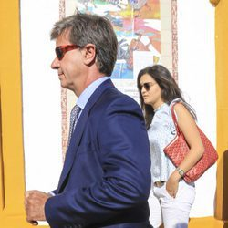 Cayetano Martínez de Irujo y Bárbara Mirjan en la alternativa de Rafael Serna en La Maestranza de Sevilla